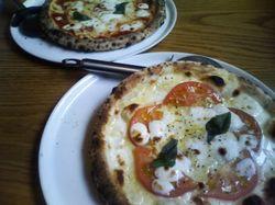 20110624napoli_pizza